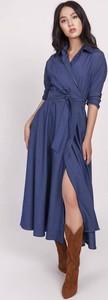 Sukienka Lanti kopertowa z jeansu w stylu casual