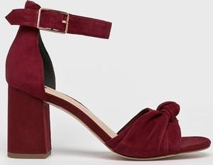 Czerwone sandały Tamaris