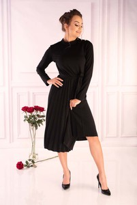 Czarna sukienka MERRIBEL w stylu casual z golfem