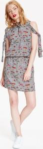 Sukienka Top Secret z okrągłym dekoltem z odkrytymi ramionami