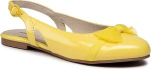Żółte balerinki Mayoral z klamrami