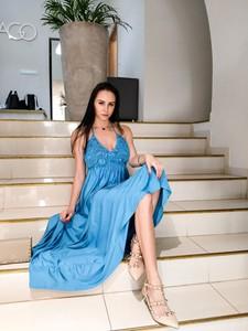 Niebieska sukienka fagobutik.pl z tkaniny