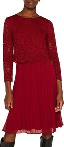 Czerwona sukienka Esprit z okrągłym dekoltem z długim rękawem midi