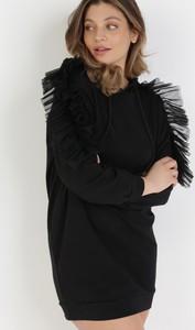 Czarna sukienka born2be w stylu casual z długim rękawem