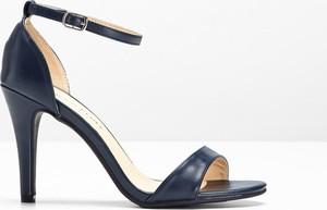 Niebieskie sandały bonprix BODYFLIRT