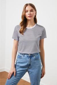 T-shirt Trendyol w stylu casual