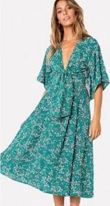 Turkusowa sukienka noshame z dekoltem w kształcie litery v w stylu casual
