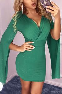 Zielona sukienka Ivet.pl z dekoltem w kształcie litery v mini