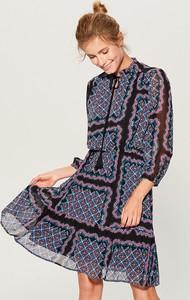 Sukienka Mohito w stylu etno z długim rękawem midi