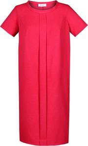 Czerwona sukienka Fokus z okrągłym dekoltem z krótkim rękawem