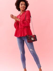 Różowa bluzka Top Secret w stylu glamour ze sznurowanym dekoltem z tkaniny