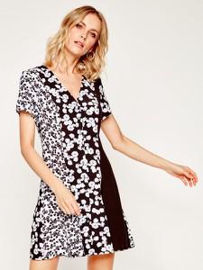 Sukienka Calvin Klein w stylu casual z dekoltem w kształcie litery v kopertowa