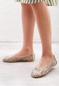 Złote baleriny born2be w stylu casual z płaską podeszwą