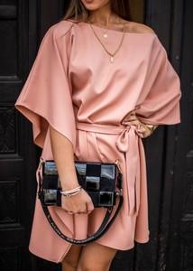 Sukienka Fason z długim rękawem