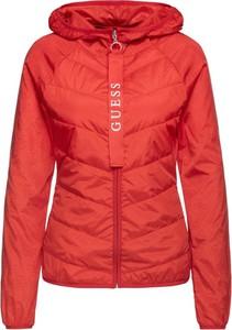 Czerwona kurtka Guess krótka w stylu casual