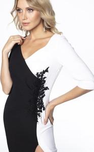 Czarna sukienka L'af Glam asymetryczna z dekoltem w kształcie litery v z długim rękawem