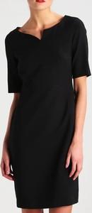 Czarna sukienka Inna w stylu casual prosta