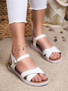 Sandały Czasnabuty z płaską podeszwą ze skóry z klamrami