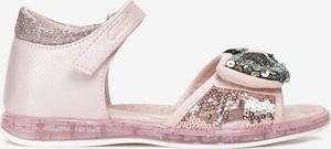 Różowe buty dziecięce letnie born2be