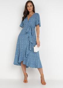Niebieska sukienka born2be z krótkim rękawem z dekoltem w kształcie litery v midi