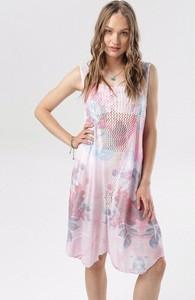 Różowa sukienka born2be bez rękawów z dekoltem w kształcie litery v mini