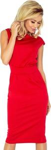 Czerwona sukienka NUMOCO ołówkowa z okrągłym dekoltem midi