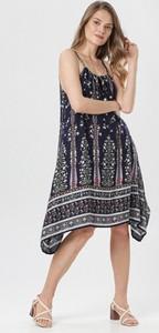 Granatowa sukienka born2be z okrągłym dekoltem na ramiączkach
