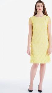 Żółta sukienka POTIS & VERSO w stylu casual z okrągłym dekoltem z żakardu