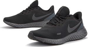 Buty sportowe Nike revolution z płaską podeszwą
