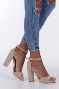 Sandały Casu ze skóry ekologicznej z klamrami