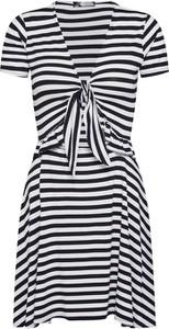Sukienka Missguided w stylu casual z krótkim rękawem