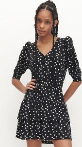 Czarna sukienka Reserved z długim rękawem w stylu casual