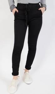 Czarne jeansy Olika w street stylu z jeansu