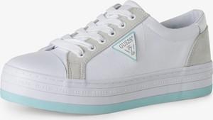Buty sportowe Guess sznurowane z tkaniny w sportowym stylu