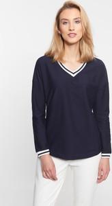 Granatowa bluzka QUIOSQUE z długim rękawem z dekoltem w kształcie litery v w stylu casual