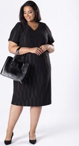Sukienka Moda Dla Ciebie z bawełny z dekoltem w kształcie litery v dopasowana