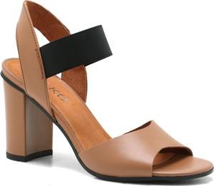 Brązowe sandały Ryłko na średnim obcasie
