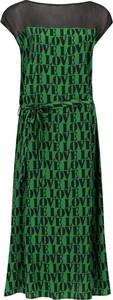 Sukienka Calvin Klein z krótkim rękawem z jedwabiu z okrągłym dekoltem