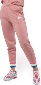 Spodnie Nike z plaru w sportowym stylu