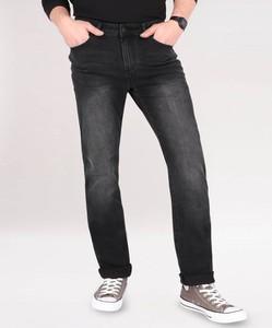 Czarne jeansy volcano.pl w street stylu