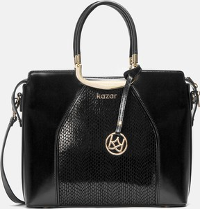 Czarna torebka Kazar średnia lakierowana w stylu glamour