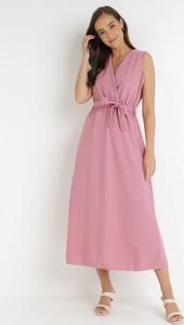 Różowa sukienka born2be z dekoltem w kształcie litery v maxi bez rękawów