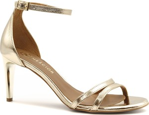 Złote sandały Neścior na obcasie ze skóry