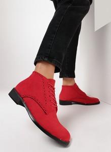 Czerwone botki born2be z płaską podeszwą w stylu casual