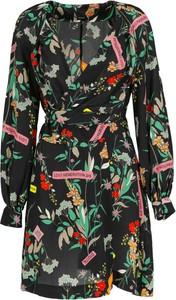 Sukienka Pinko z okrągłym dekoltem kopertowa z długim rękawem