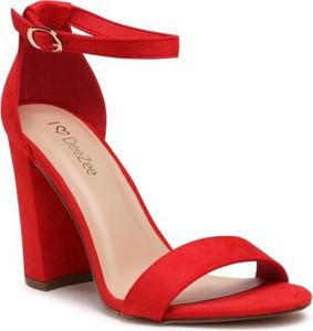 Czerwone sandały DeeZee na wysokim obcasie