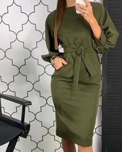 Zielona sukienka Kendallme z długim rękawem w stylu casual dopasowana