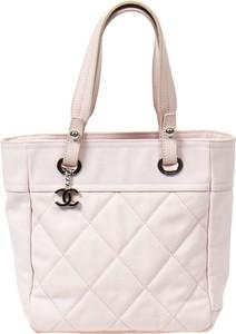 Różowa torebka Chanel na ramię duża