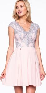Różowa sukienka Premiera Dona z dekoltem w kształcie litery v
