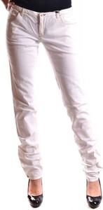 Różowe jeansy Dsquared2 w street stylu